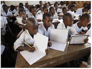 School kids in Africa - dpa