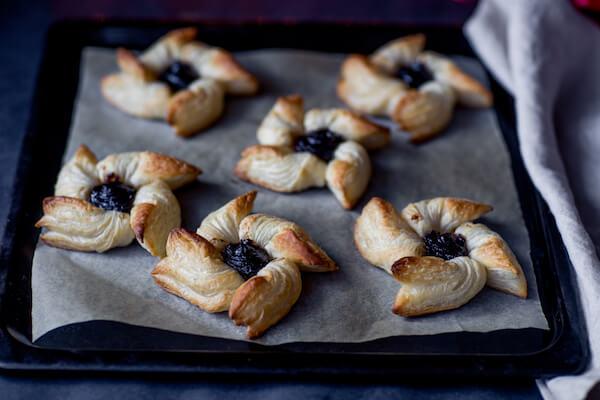 joulutorttu - Finnish Christmas pastry with plum filling