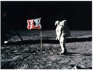 Astronaut on the Moon wth American flag - dpa