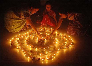 Diwali lights and decoration - by Ashish Kanitkar/wikicommons