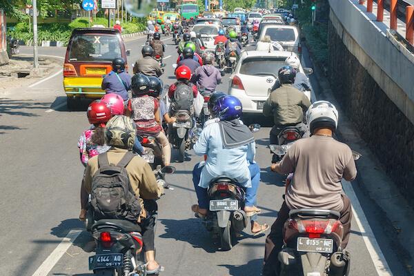 Busy road in Surabaya - image by Lano Lan/shutterstock.com