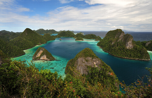 pacific ocean islands of Papua Indonesia - images by LimW