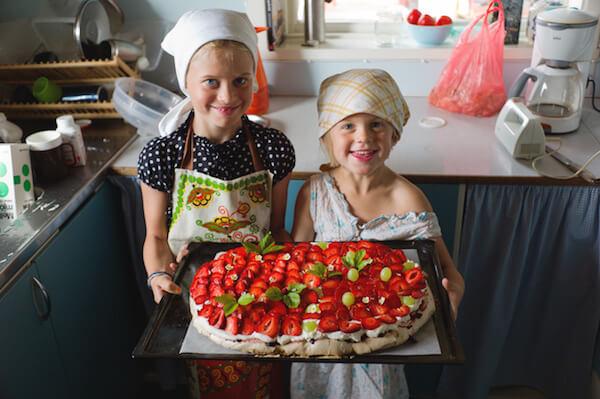 Food in Sweden: Children holding strawberry cake - Credits: Johan Willner/imagebank.sweden.se