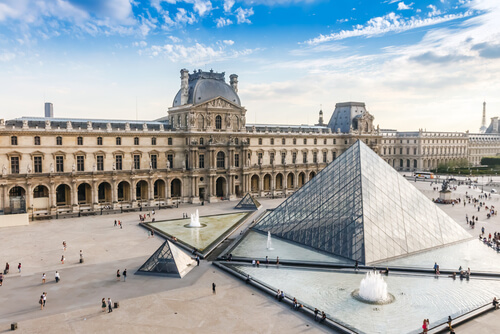 Louvre, image by Pichetw /Shutterstock.com