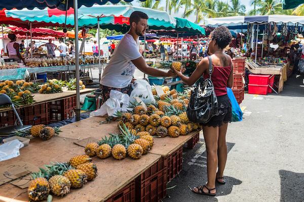 Market stall in La Reunion by Byvalet/shutterstock.com