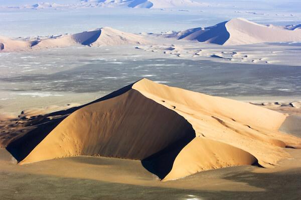 Rub' al Khali dunes in the Arabian Desert