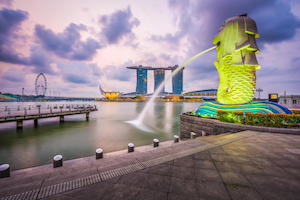 Singpore Marina Bay with illuminated Merlion statue - image by Sean Pavone/shutterstock.com