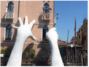 Hands sculpture in Venice Italy - by dpa