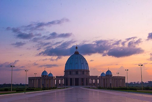Basilica of Our Lady of Peace in Côte d'Ivoire - image by BNDDLPDY/wikicommons