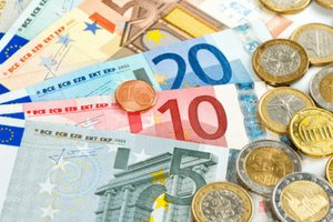Euro coins and bank notes
