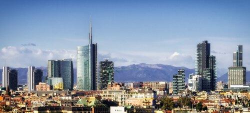 paisaje urbano de Milán con nuevos rascacielos