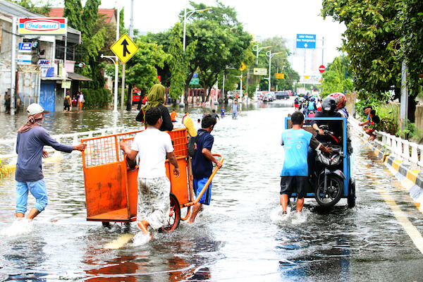 Flooded city roads in Jakarta - image by Fendi Angora/shutterstock.com
