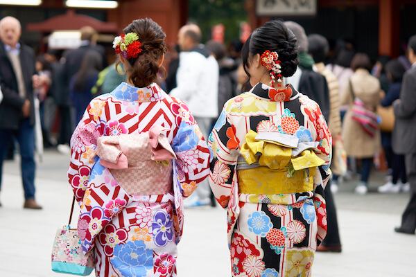 Geishas in colourful kimonos