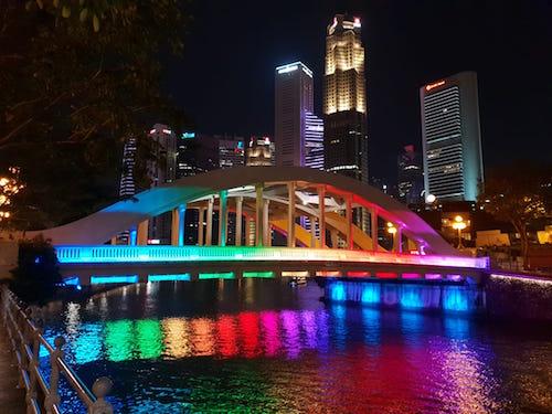 Singapore Attraction: Illuminated Elgin Bridge at night