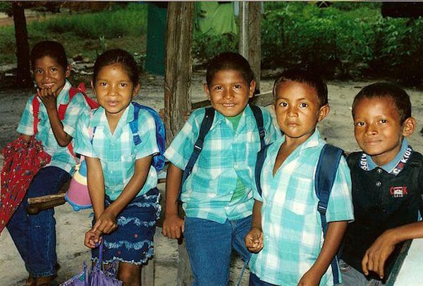 Schoolchildren of the Kali'na community at Bigi Poika in Suriname - wikimedia