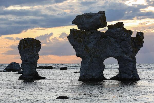 Sweden Facts: The largest island of Sweden is Fårö - see the 'dog' seastack
