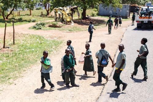 Zambian school kids by SamDCruz/shutterstock.com